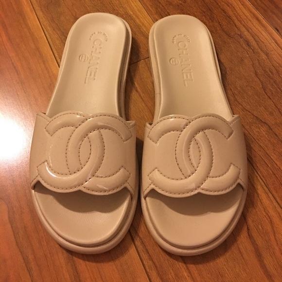 b7a82a4e8315 Chanel Nude Patent Leather CC Slides