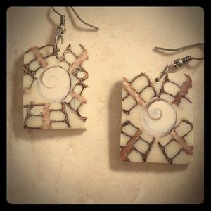 Seashell inlay rectangle earrings