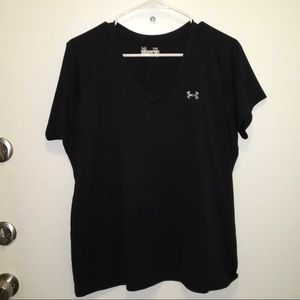 Under Armour semi fitted v neck top. Size XL