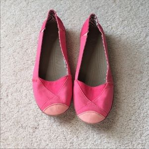 Pink flat crocs are so comfy and stylish