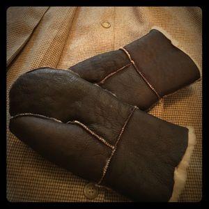 Shearling mittens Nwot