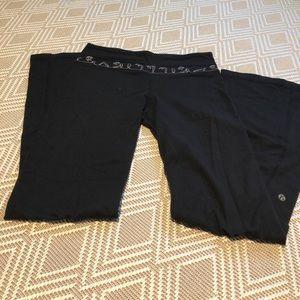 Lululemon size 6 black flare yoga pant