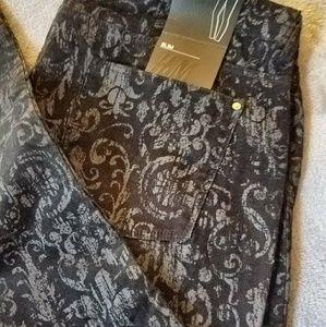 NWT slim printed pants