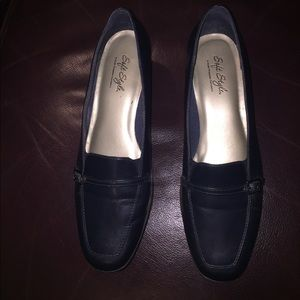 Hush Puppies Soft Style Sz 9.5M navy leather pumps