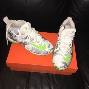 e5361f012 Nike Shoes - Boy s Russell Wilson Football cleats