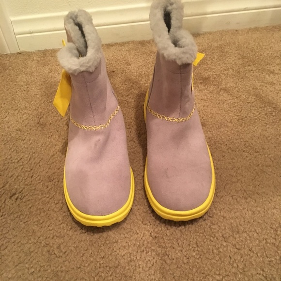 c15105f8279 Gray & yellow uggs
