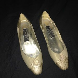 J Renee Vintage Gold Shoes Slip On Loafers 5.5