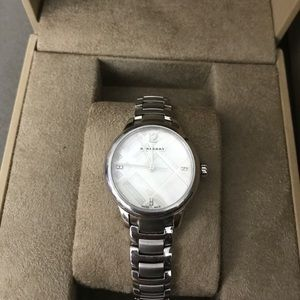 💯% authentic Burberry diamond accent 32mm watch