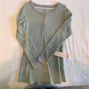 LIZ LANGE MATERNITY Thermal Shirt. Size M.
