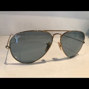 Rayban 3025 Large Metal Aviator in gold, blue lens