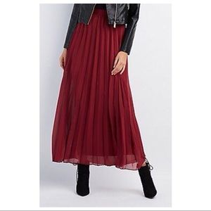 {Charlotte Russe} Woven Pleated Maxi Skirt