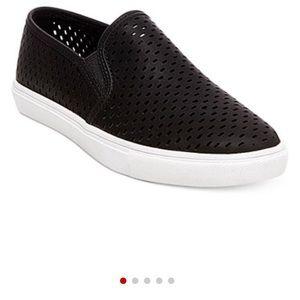 NWT Steve Madden Elouise Perforated Slipon Sneaker