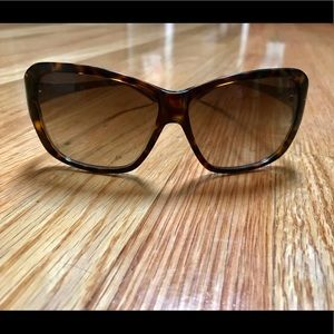 Tory Burch tortoise shell sunglasses!!