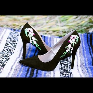 Shoes - Embroidery Black Heels