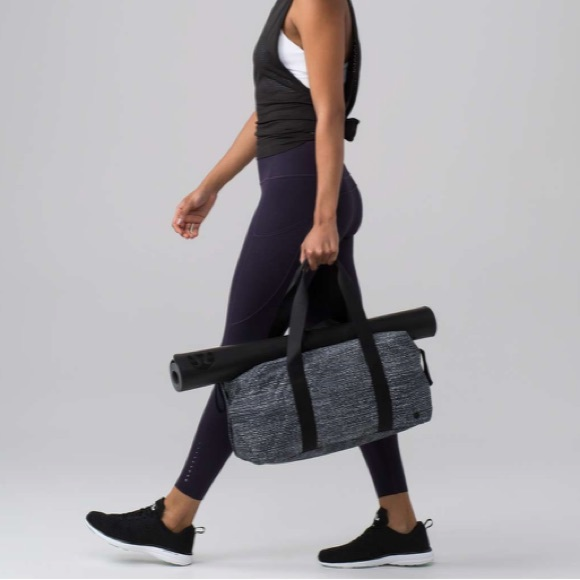 d47e02747c3b Lululemon • Fast Track Duffle Bag Alpine Black