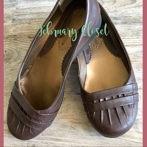 Style and comfort! Chinese Laundry Brown Flats