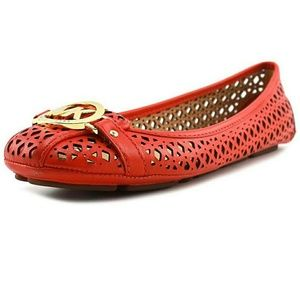 Michael Kors Flats (offers accepted)