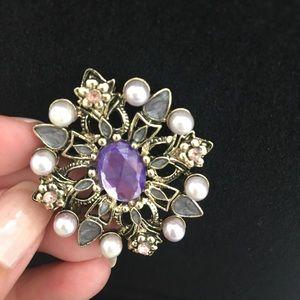 Jewelry - Fancy brooch