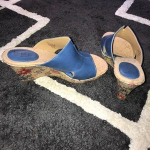 born leather flower wedges nwot size 9