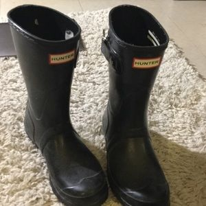 Short black hunter boots