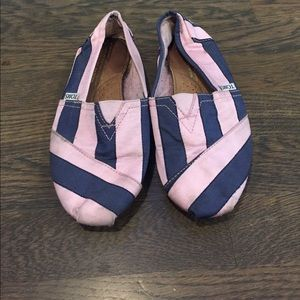 Pink and blue stripe Toms