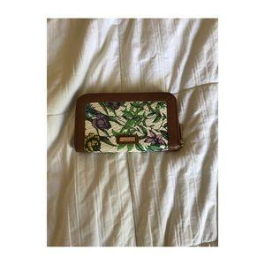 Pretty white floral wallet