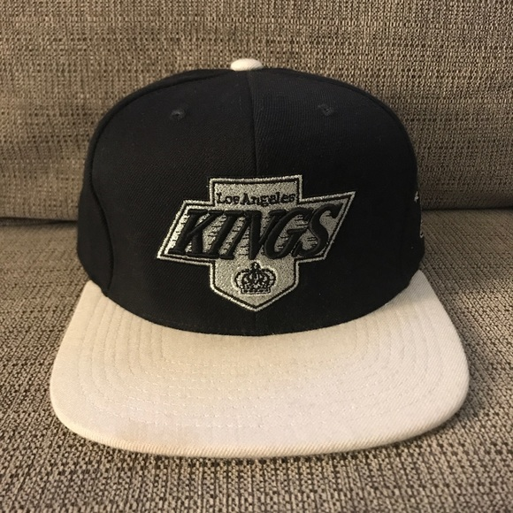 Los Angeles LA Kings Mitchell /& Ness Grey//Black Fitted Hat Cap NHL Hockey