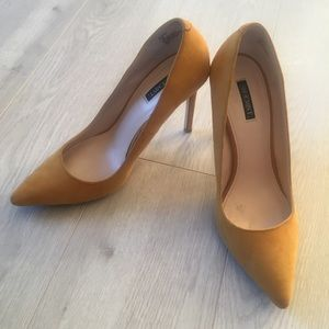 ShoeMint Fall Yellow Pumps. Like new!!