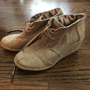 TOMS cream wedge booties size 7