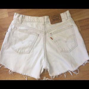 white Levi's High waisted vintage  shorts size 28