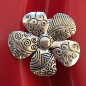 Flower stretch Ring.  Silver and black