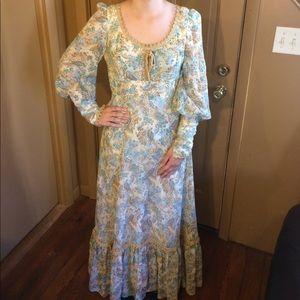 VINTAGE. dress. Size 11/12 fits medium