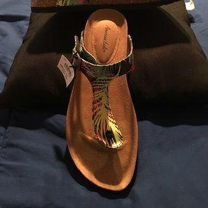 Shoes - Thong shoe