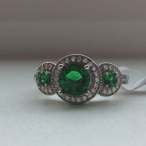 🎄 Green emerald quartz & diamond ring in 925 SS🎄