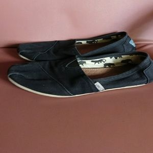 Toms women's 9 flats black canvas preowned