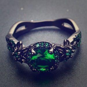 Beautiful vintage emerald ring