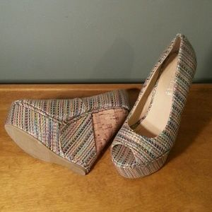 Unique multi colored wedges 7.5