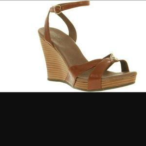 UGG  Women's Isadora Wedge Sandal