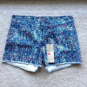 NWT Levi's printed cutoff shorts
