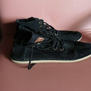 Toms 7 women's boots black suede lace up flat