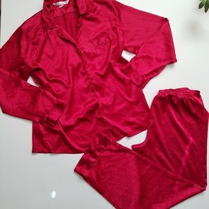 VICTORIA'S SECRET Classic red satin pajamas set