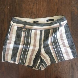 Stripped shorts. Flattering fit