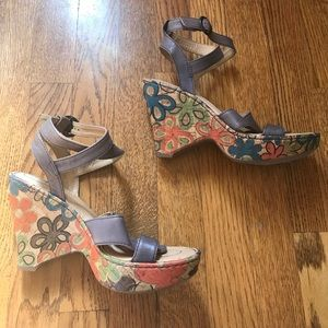 Born crown gray leather floral heel wedge sandal