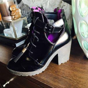 Vintage Cut-off Boots Wedge Black Leather Tassels