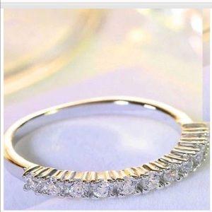 New 18 k white gold wedding ring