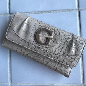 GUESS Textured Wallet! ❤️