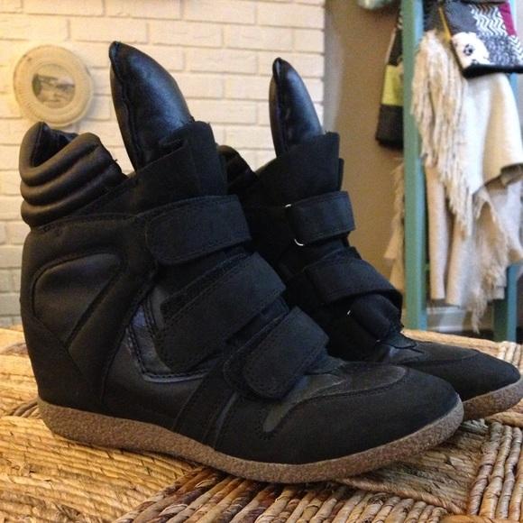 6dda027b1b3 Steve Madden Hilight hi top wedge sneakers. M 59e7bf8df739bc5ea209f0e8