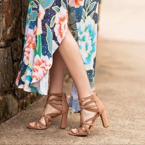 Vince Camuto Mindie Lace Up sandal shoe nude 9 new