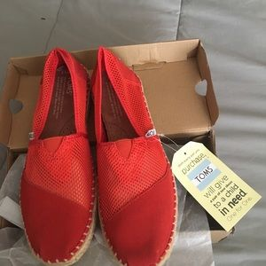 TOMS, Classic Fiesta Red Mesh, size 6.5. NWT.