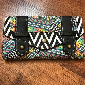 Handbags - ✨Brand New without tag pattern wallet